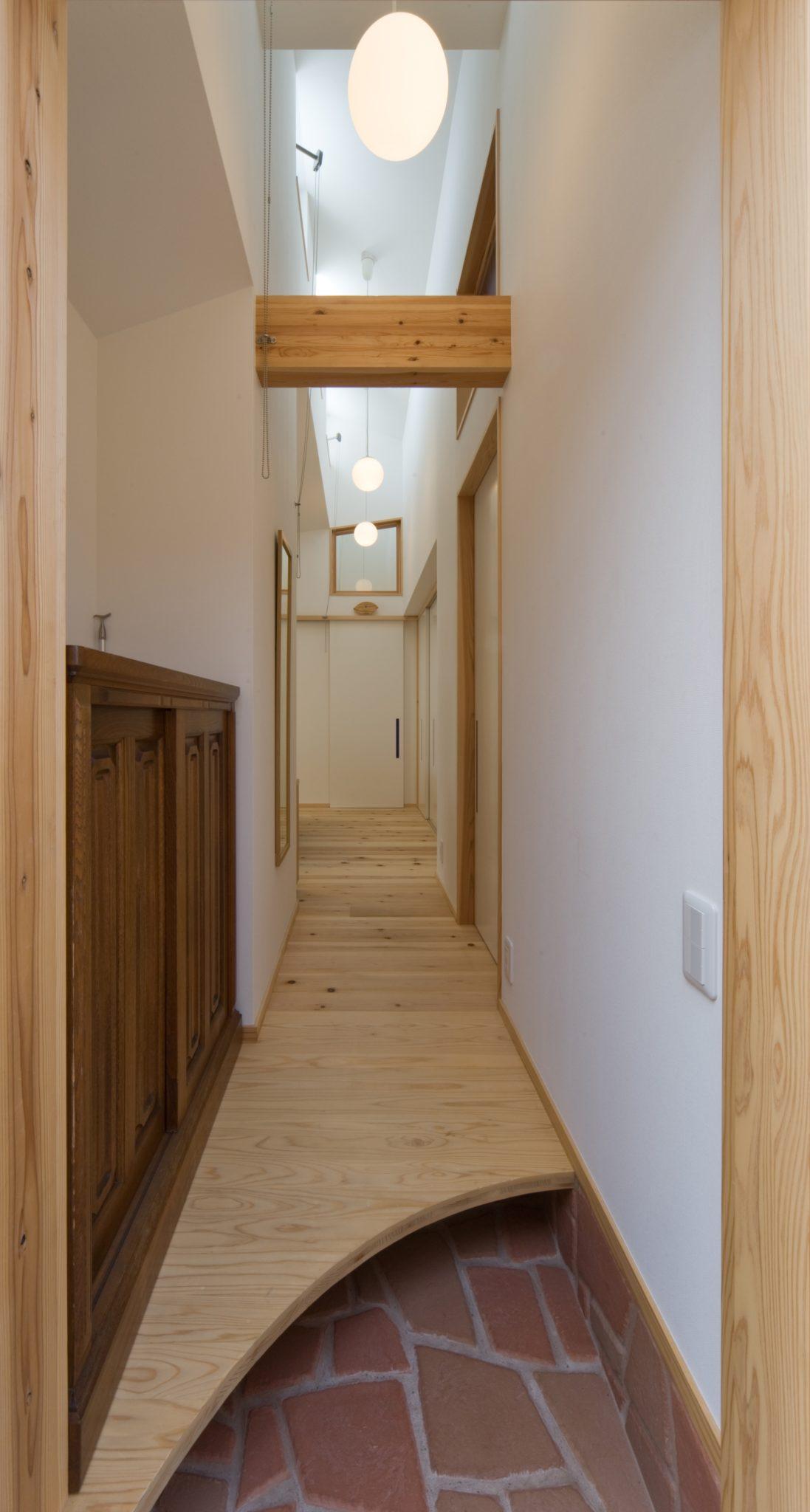 廊下の上部は風井戸