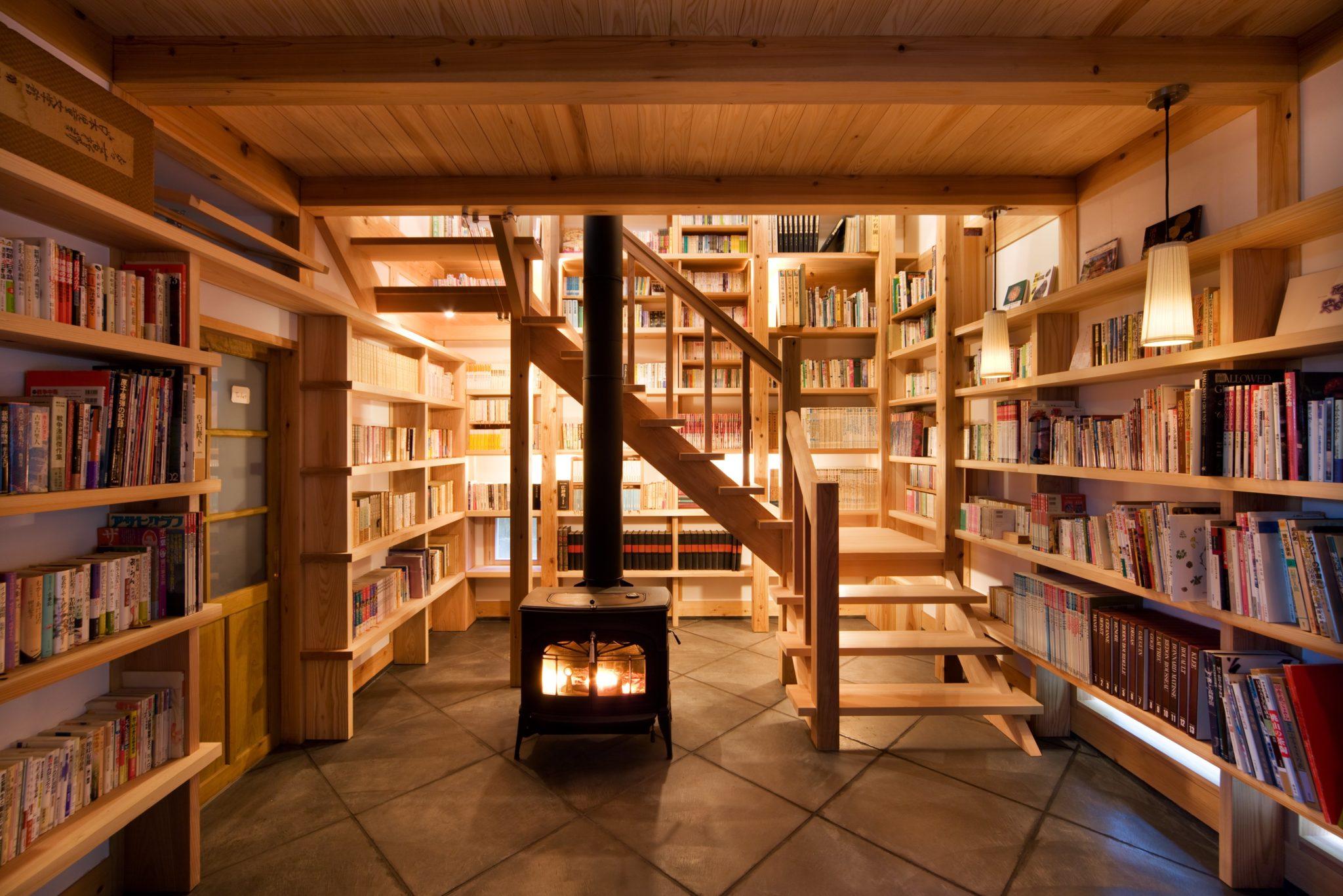 気になる書籍を抱えて2階の茶房へ