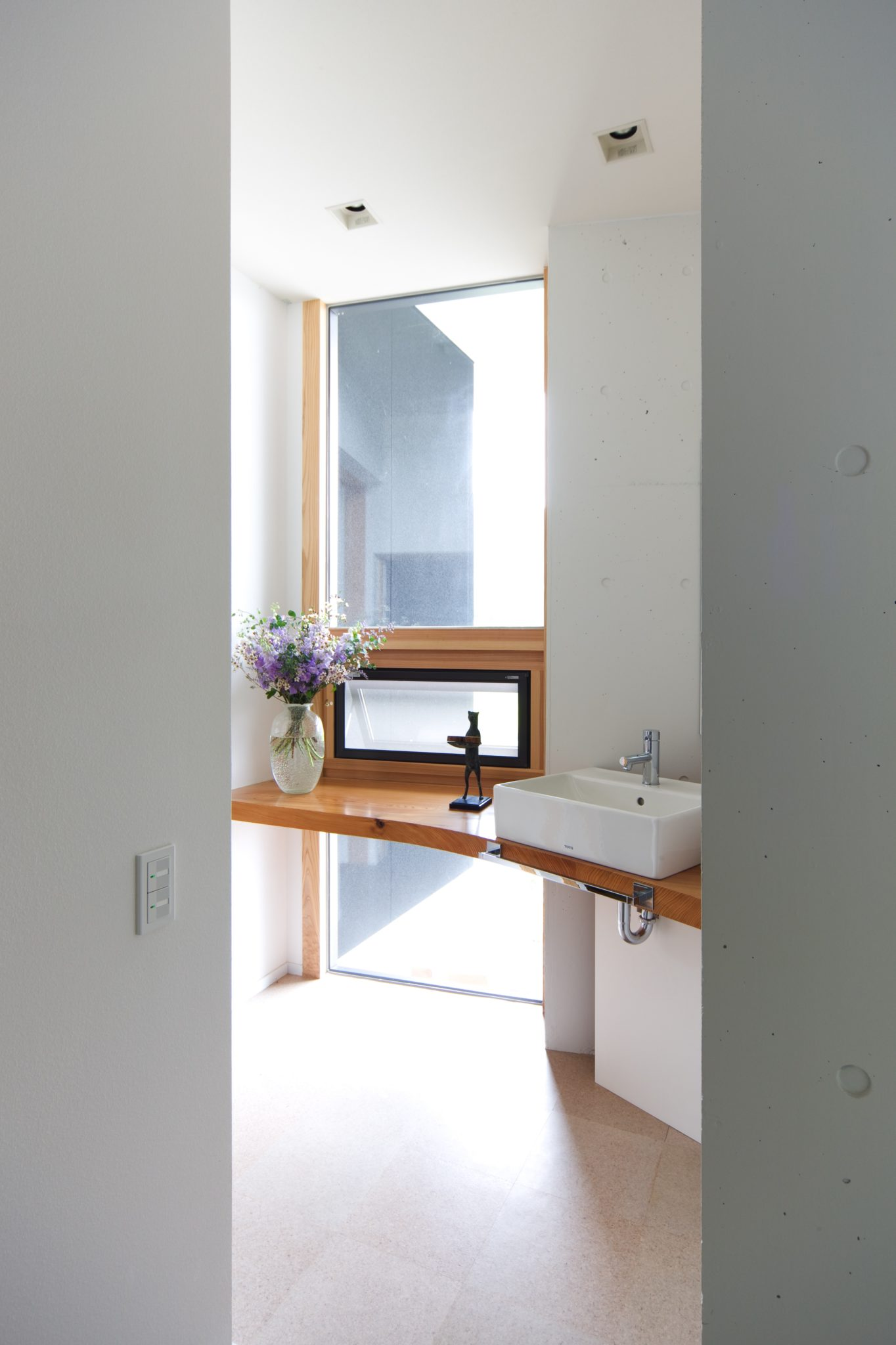 ゲストルーム手前の手洗い やはり四角・・・