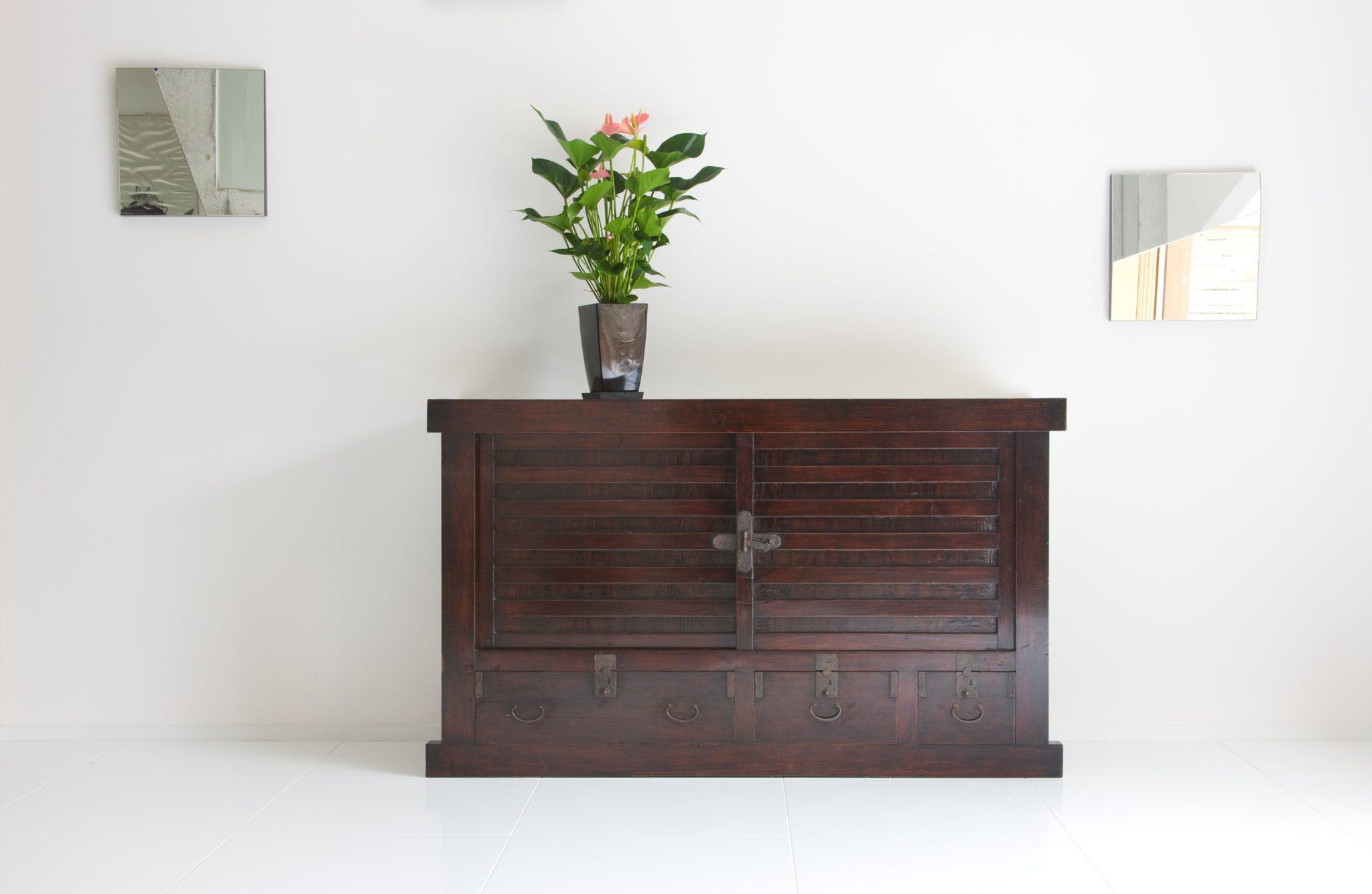 オランダ時代から集めてきた家具