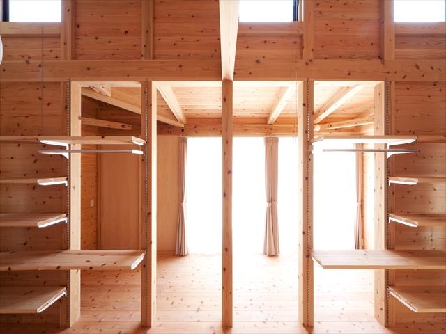 単体の水回り部分を共用勉強スペースに  高天井の居室部分を個室に 仕切れます