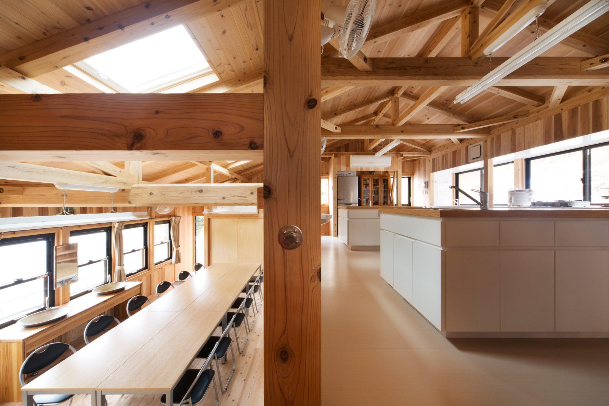 右上が調理実習室 左下は研修室 半階違いでつながって楽しい空間です