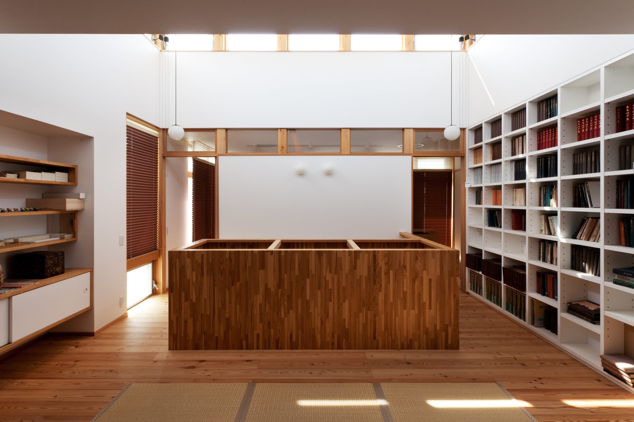 壁一面の書棚