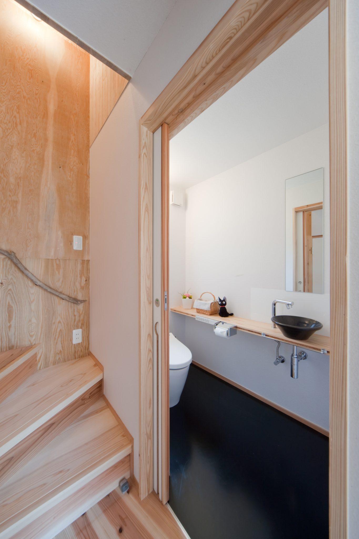 トイレ 洗面は大谷焼 森陶器 珍しく黒??