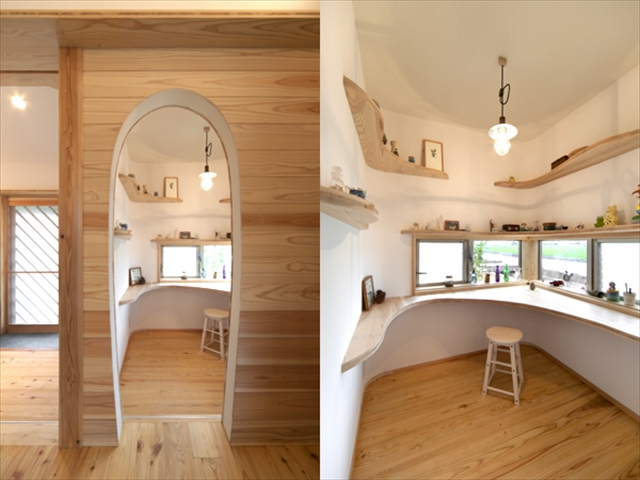 繭の間の入口と内部 奥さんのコレクション室です