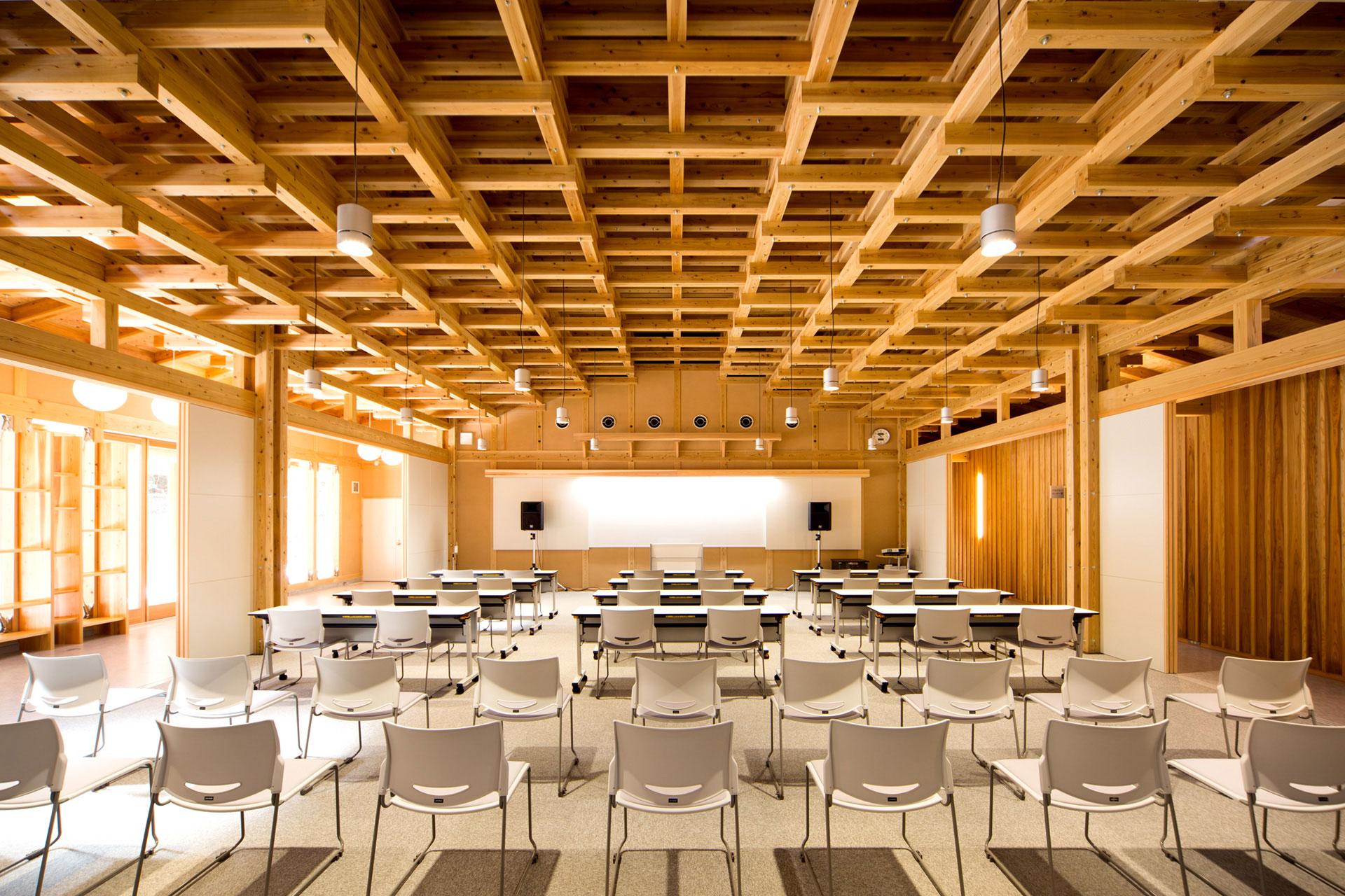木材利用創造センター林業人材育成棟