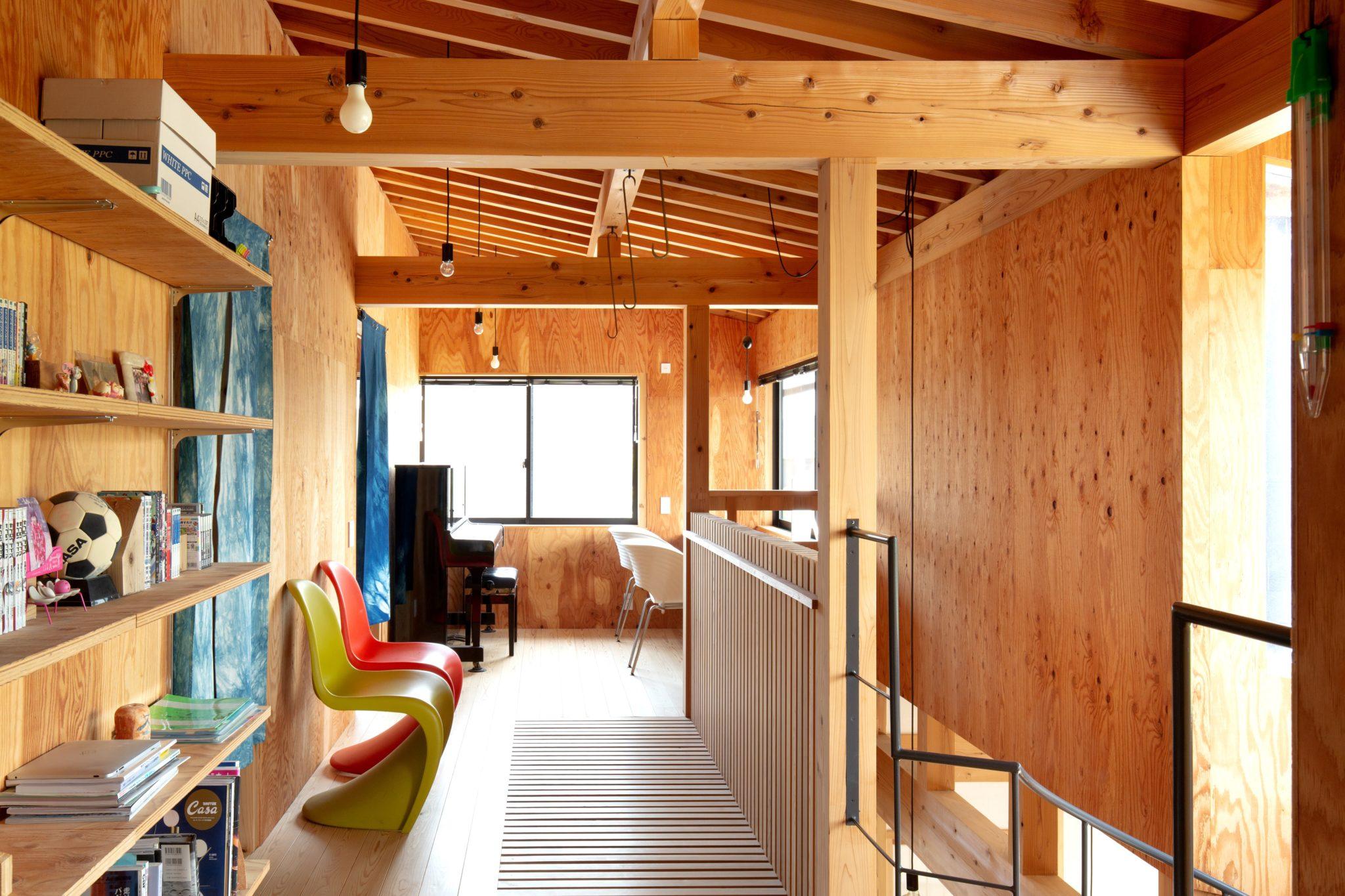 2階のみんなのスペース。 左の壁の奥に個室寝室が並んでます。